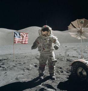 Apollo_17_Cernan_on_moon